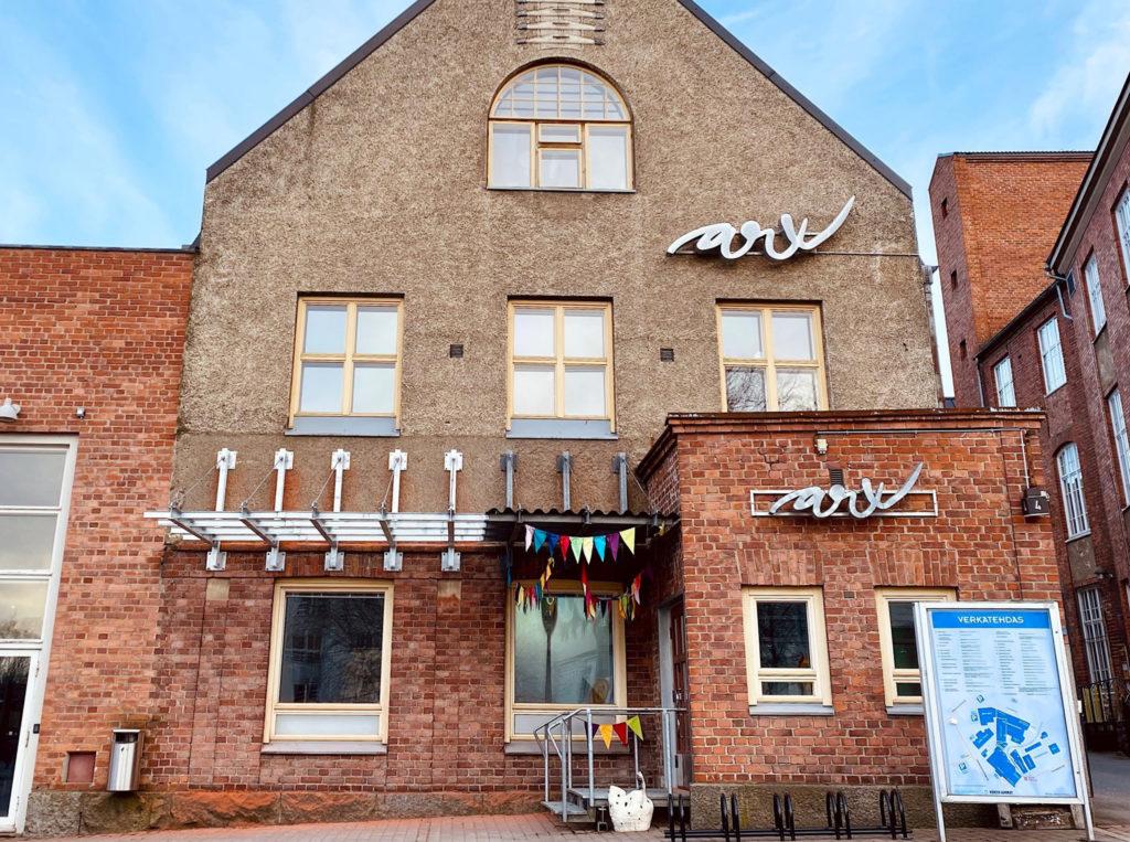 Kulttuurikeskus ARX talo kuvattuna Viipurintien suunnasta.